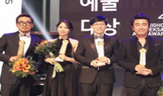 RYU Seung-ryong Wins Grand Prize at Baeksang Arts Awards