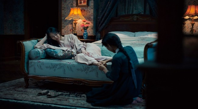 THE HANDMAIDEN Earns 4 Prizes from 11th Asian Film Awards