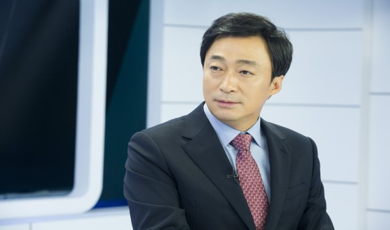 LEE Sung-min Takes a Look at WITNESS