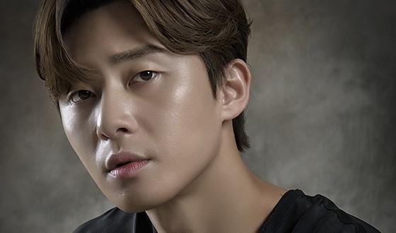 PARK Seo-jun Laces Up for Soccer Film DREAM