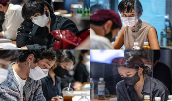 Ryoo Seungwan's SMUGGLING with Kim Hyesoo and Yum Jungah Wraps Production