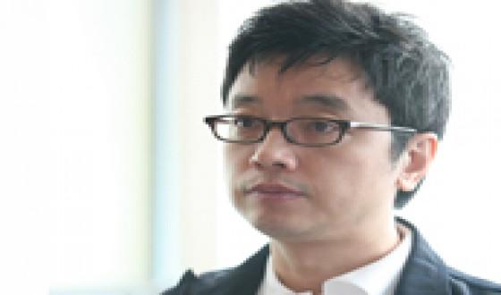 E J-yong Returns to Narrative Filmmaking